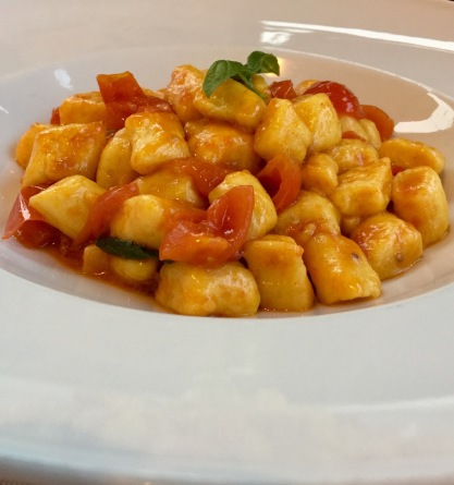 Simple gnocchi with fresh tomatoes and basil