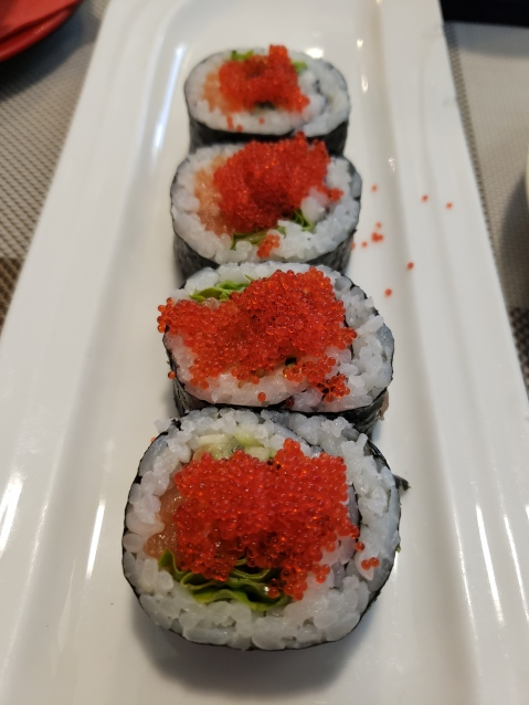 salmon roll with salmon roe